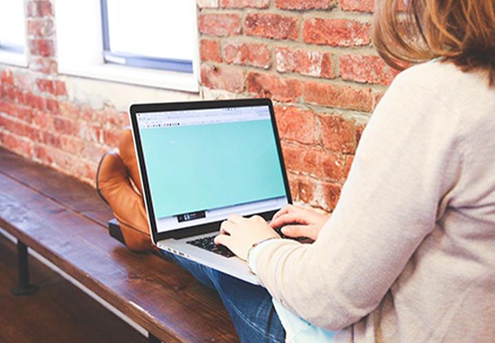 Photo représentant l'activité d'un.e assistant.e communication