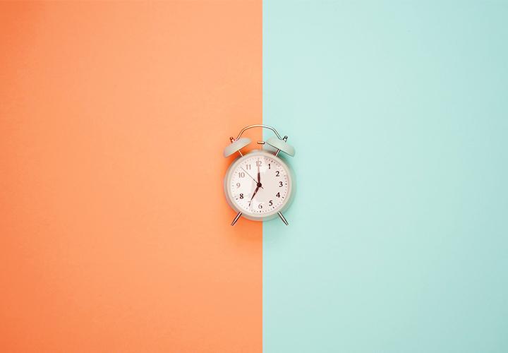 Photo d'un réveil - Freelancing vs temps partiel