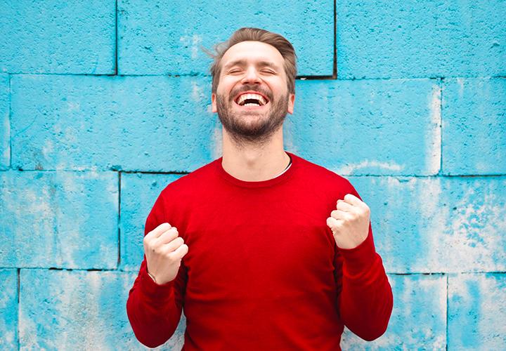 Photo d'un homme heureux - Reconversion professionnelle